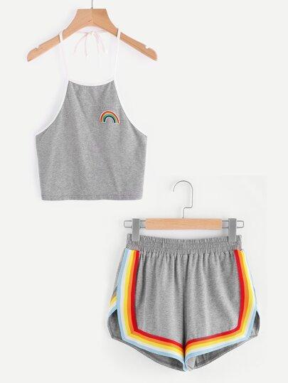 Bluse mit Neckholder, Regenbogenpatch und Shorts mit buntem Trimmen