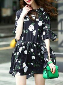 Vestito con maniche a campana e stampa di fiore