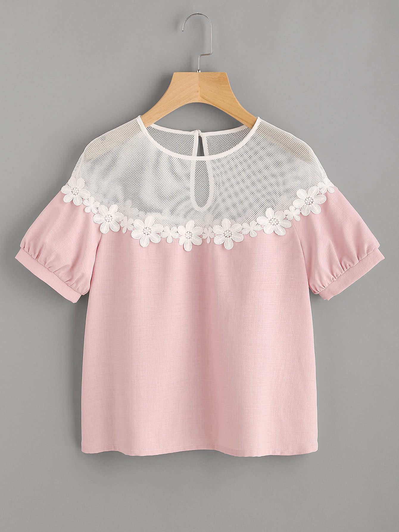 цена Illusion Neck Daisy Lace Trim Puff Sleeve Top