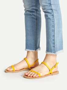 Sandales plates simples et sertis