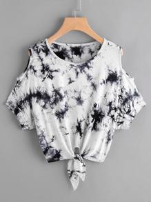 Camiseta con estampado con hombros abiertos y nudo en la parte delantera