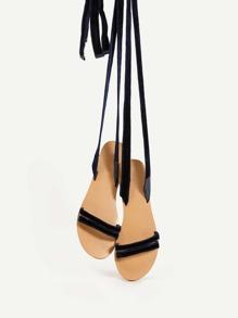 Sandalias planas de terciopelo con cordones