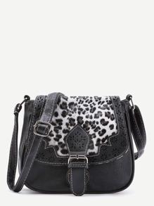 Bolso de hombro con detalle de abertura a láser con solapa leopardo