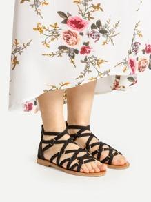 Sandalias planas con tiras cruzadas