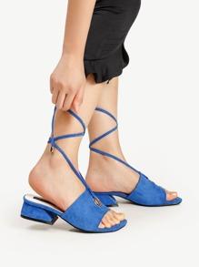 Sandalias de tacón cuadrado con cordones