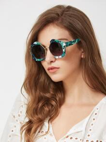 Модные солнечные очки с принтом