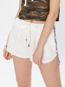 Shorts con tirante estampado en la parte lateral