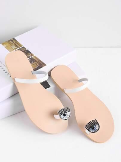 Sandalias planas con adornos de pedrería