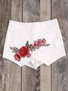 Shorts avec des pièces des roses et le zip