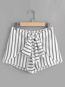 Shorts à rayures avec le zip et des nœuds papillon