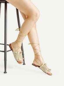 Sandalias planas con diseño de volantes con tiras cruzadas
