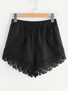Gewickte Shorts mit elastischer Taille, Blumen und Spitzen