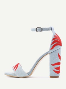 Sandales à talons brodé en denim