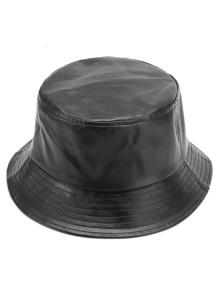 Chapeau à fourreau en faux cuir