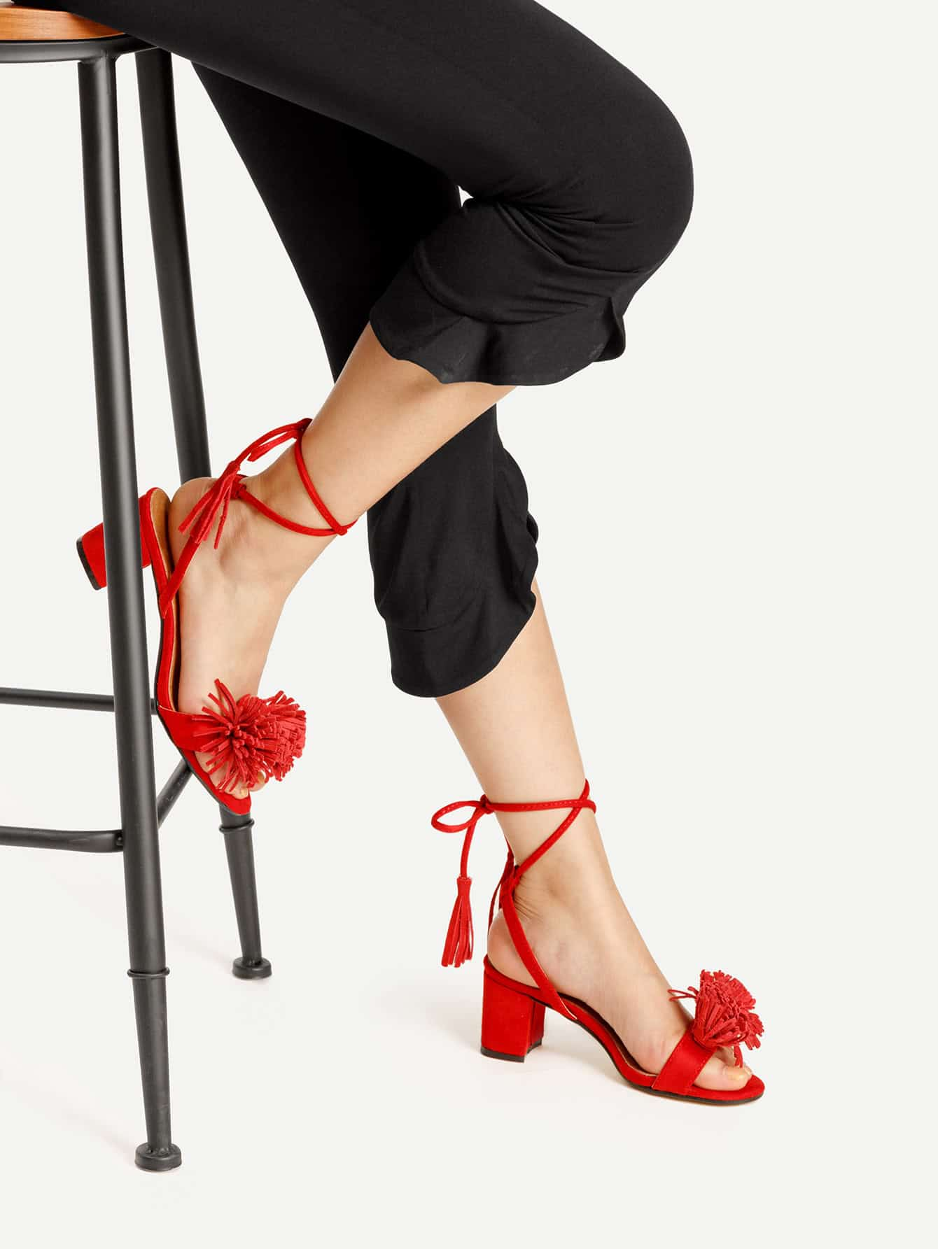 Фото Fringe Decorated Lace Up Block Heeled Sandals. Купить с доставкой
