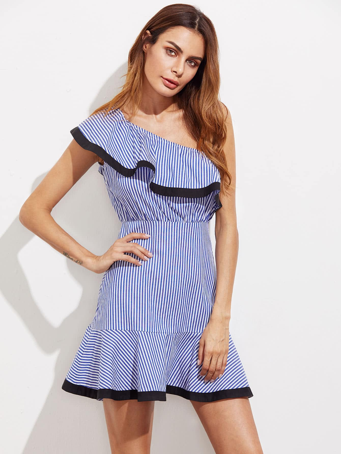 Фото Contrast Trim Flounce One Shoulder Striped Dress. Купить с доставкой