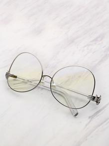 Gafas de sol con marco en contraste con perla de imitación