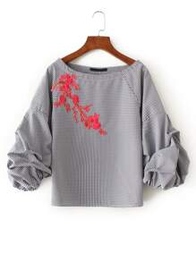 Модная клетчатая блуза с вышивкой