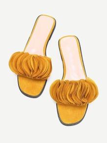Sandalias con diseño de pétalo