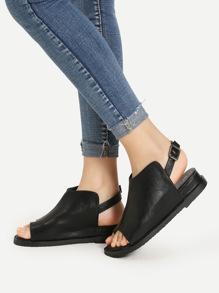 Модные кожаные сандалии