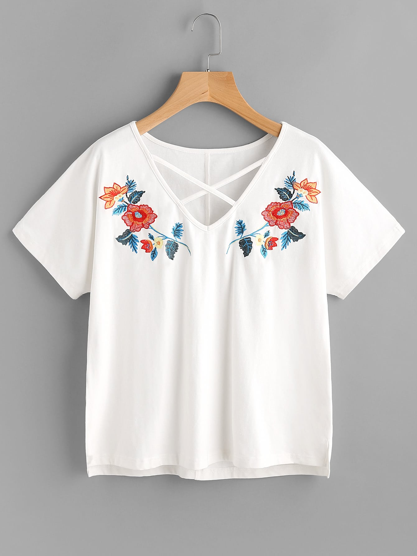 Фото Crisscross Neck Symmetric Embroidery Stepped Hem Tee. Купить с доставкой