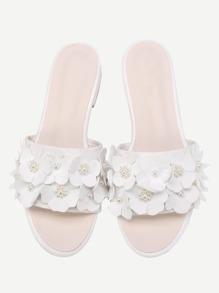 Sandales avec des fleurs et Perlés