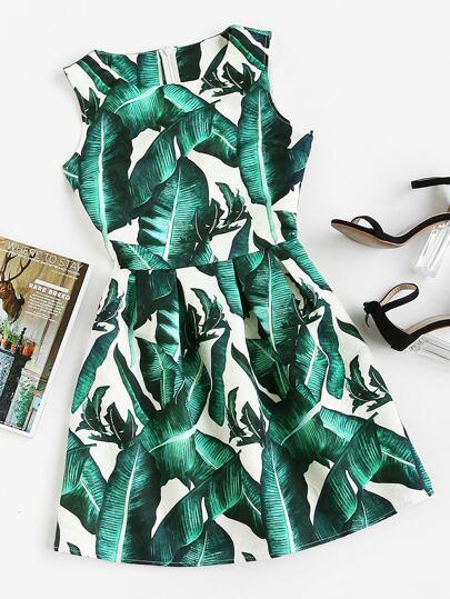 Robe imprimée des feuilles avec des plis
