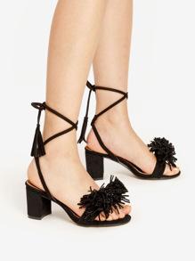 Sandalias de tacón cuadrado con adorno de flecos con cordones