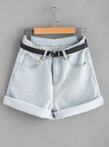 Shorts avec des replis et une ceinture en denim