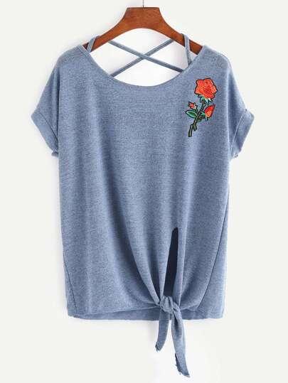 Tee-shirt croisé avec des appliques des roses