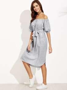 Модное платье в полоску с поясом и открытыми плечами, рукав-фонарик