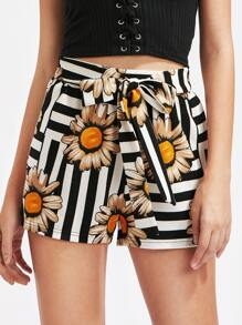 Shorts floral de rayas con cordón