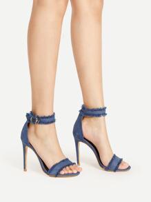 Sandales à talons haut découpé