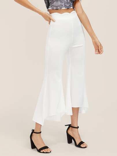 Pantaloni a campana asimmetrica