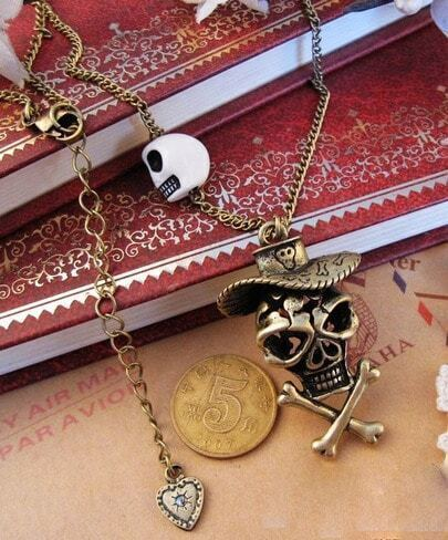 Chic Skull Pendant Necklace White