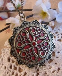 Vintage Pattern Round Pendant Nacklace