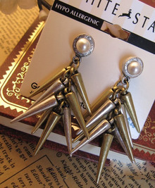 Rivet Chic Double Color Earring