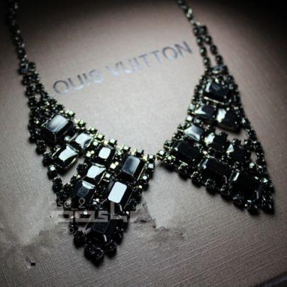 Gold Back Diamond Collar
