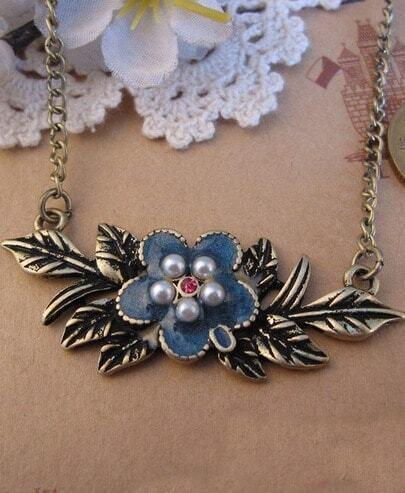 Pearl Embellished Flower Leaf Pendant Necklace