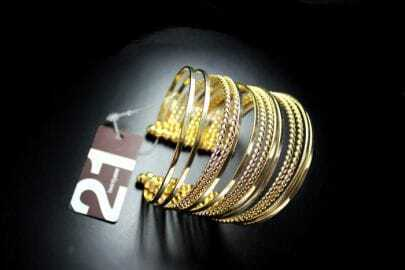 Gold Chain Around a circle Bracelet