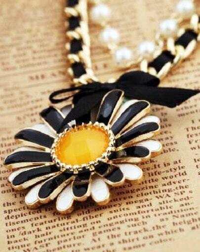 Elegant Flower Bow Necklace