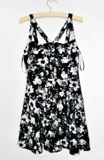 Black Sleeveless Rose Print Pleated Dress