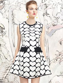 Black Sleeveless Heart Pattern Dress