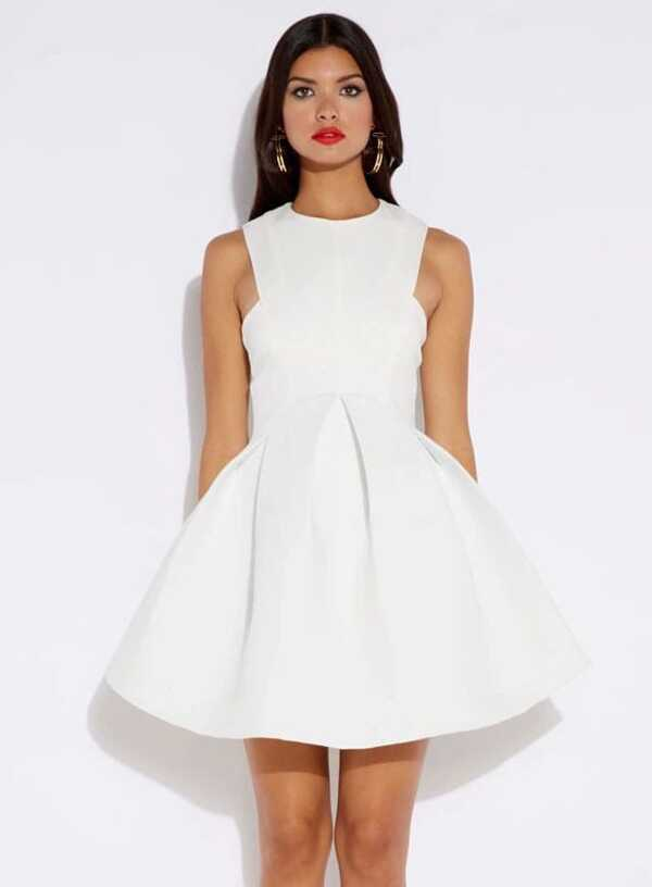 Robe blanche courte sans manche