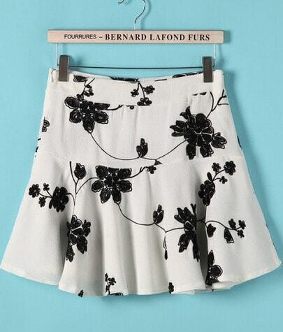 Beige Embroidered Flower Short Skirt