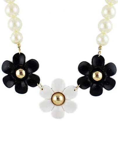 Black White Flowers Bead Necklace