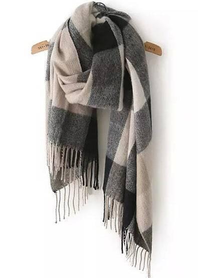 Чёрно-бежевый клетчатый шарф с бахромой