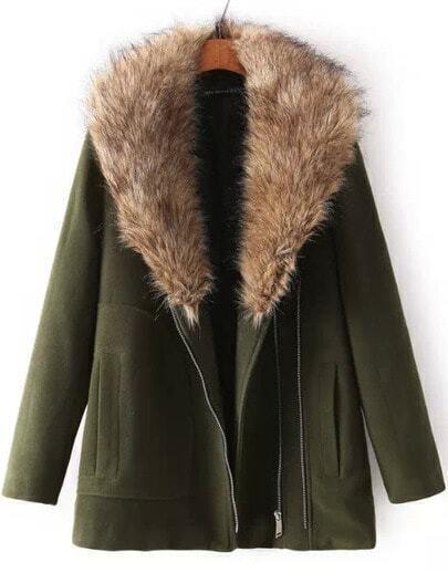 Зелёное шерстное пальто с искусственно меховым воротником