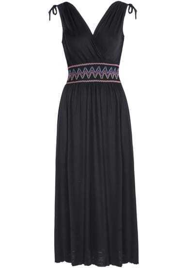 Black V Neck Sleeveless Embroidery Pleated Dress