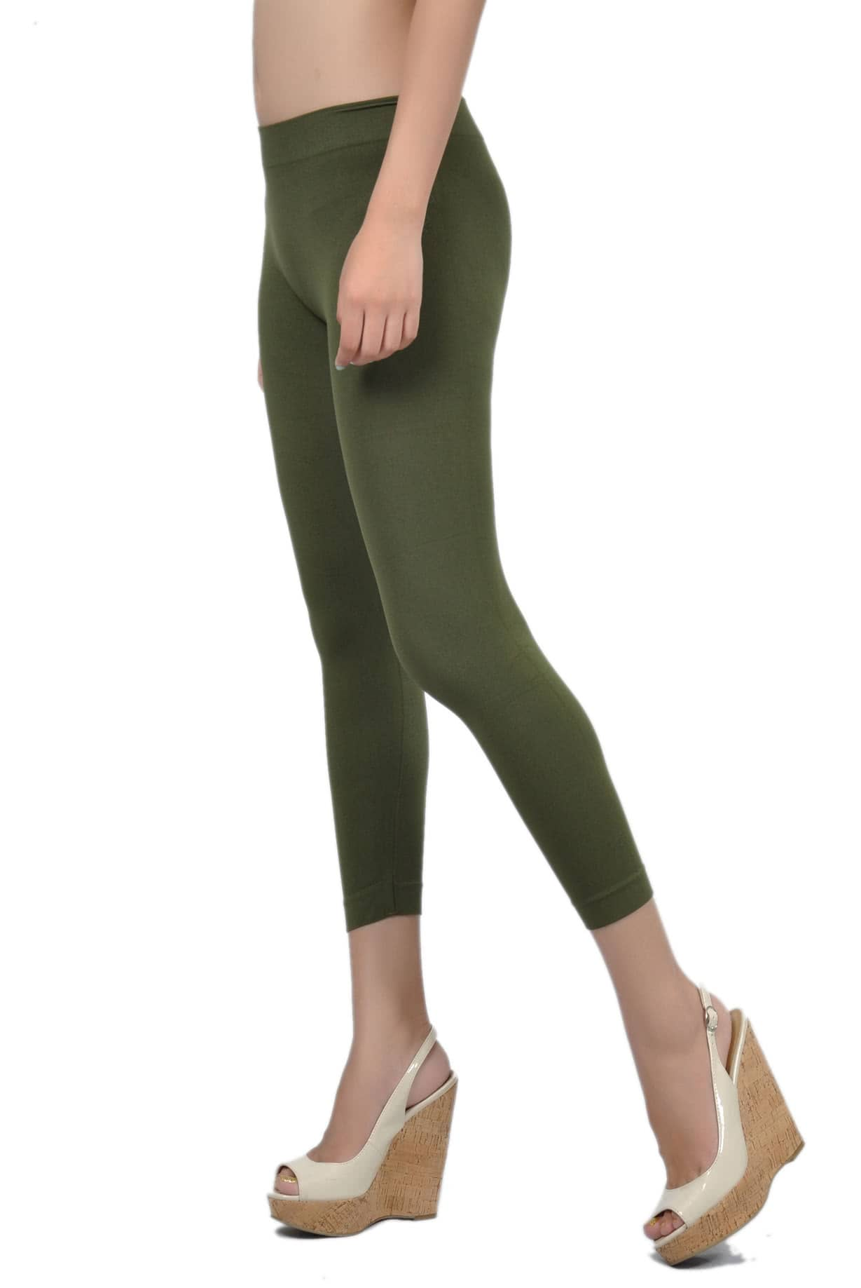 """A """"green"""", bi-elastic techno-fabric, made of Econyl®, polyamide yarn made of % recycled material. The high percentage of LYCRA® XTRA LIFE™ ensures a perfect fit and a higher shape retention over time, in addition to a correct muscular compression and an excellent power."""